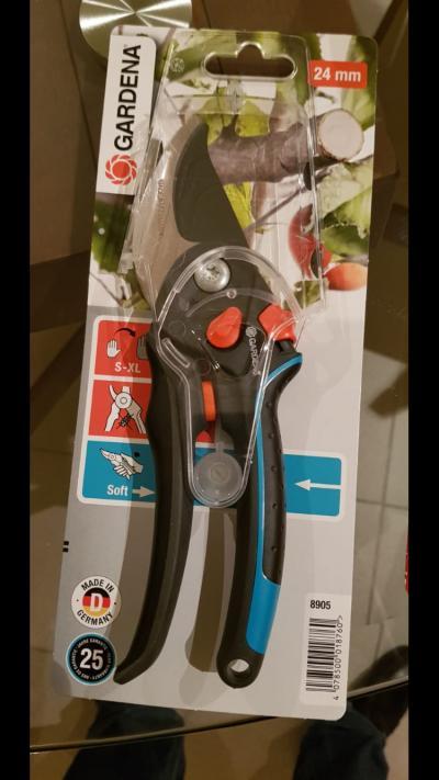 pruning-scissors